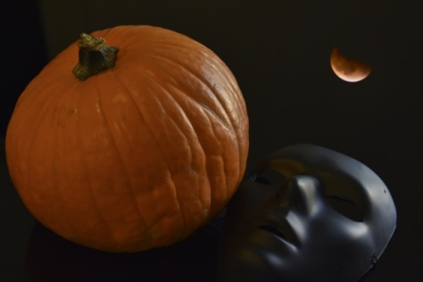courtesy: http://www.publicdomainpictures.net/view-image.php?image=130813&picture=moon-over-mask-pumpkin